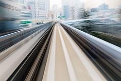 JR東日本によれば、ALFA−Xは「さらなる安全性・安定性の追求」、「快適性の向上」、「環境性能の 向上」、「メンテナンスの革新」の4つのコンセプトで開発が進められており、10号車の先頭部の 22メートルに及ぶロングノーズが目を引くデザインとなっている。(イメージ写真提供:123RF)