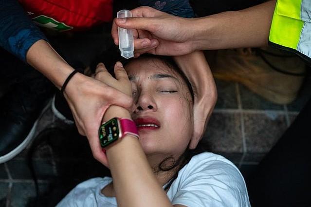 [画像] 逮捕された16歳の少女、香港警察に集団レイプされ中絶手術受ける=香港メディア