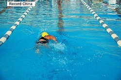 2日、新浪新聞の微博アカウント・頭条新聞は、広州市に女性専用のコースを設けたプールがあると伝えた。これに対し、中国のネットユーザーからさまざまなコメントが寄せられた。資料写真。