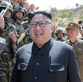 北朝鮮軍の「特殊作戦部隊の降下および対象物打撃競技大会-2017」を指導した金正恩氏(2017年4月13日付労働新聞より)