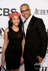 米国人ラッパーのT.I.(右)と娘のデイジャ・ハリスさん。米ニューヨークのラジオシティ・ミュージックホールで(2014年6月8日撮影、資料写真)。(c)Dimitrios Kambouris/Getty Images for Tony Awards Productions/AFP