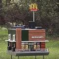 ハチ専用 世界最小マクドナルド
