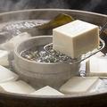 プルプル、とろりの絹豆腐。でも箸でつかむと…ボロボロになっちゃいますよね=Tsuboya/stock.adobe.com
