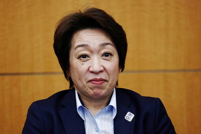"""「頑張った息子に、ママのところに来なさい、という思い」""""キス強要""""の橋本聖子新会長の素顔"""