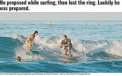 波の上で「結婚してくれる?」(画像は『Hawaii News Now 2019年11月11日付「He proposed while surfing, then lost the ring. Luckily he was prepared.」(Source: Tommy Pierucki/Pineapple Sunrise)』のスクリーンショット)