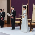皇居・宮殿で皇位継承の儀式に臨まれる天皇、皇后両陛下(2019年5月1日撮影)。(c)AFP=時事/AFPBB News