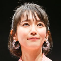 吉岡里帆「楽屋下ネタ女王」素顔を独占キャッチ