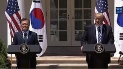 6月30日、首脳会談後の記者会見に臨む文在寅氏とトランプ氏(ホワイトハウス提供)