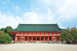 平安京の正庁だった朝堂院を8分の5の規模で再現した「大極殿」。国の重要文化財/平安神宮