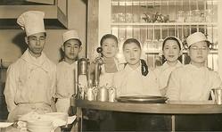 銀座キャンドルで働いていた当時(1950年頃)のスタッフ
