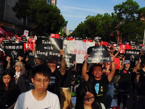 [画像] 台湾、約1万人が香港にエール 立法院前で逃亡犯条例改正案に反対する集会