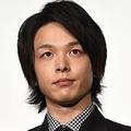 田中圭と中村倫也がドラマ「不協和音」で共演 大きな話題に