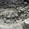 最近発見された「フエイ・ツォンパントリ(頭蓋骨の塔)」の東側。メキシコ・メキシコ市で。メキシコ国立人類学歴史学研究所(INAH)撮影(2020年9月22日撮影、12月11日公開)。(c)AFP PHOTO / INAH