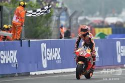 世界ロードレース選手権、第5戦フランスGP、MotoGPクラス決勝。フィニッシュラインを切るレプソル・ホンダのマルク・マルケス(2019年5月19日撮影)。(c)JEAN-FRANCOIS MONIER / AFP