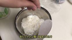 サシ入り和牛で「肉巻きおにぎり」作ったった! ジュウッと焼いてタレを絡ませ、飯テロ待った無しの仕上がりに…