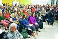 (写真)3日、ボンで始まった「人民の気候サミット」のパネル討論に耳を傾ける人たち(伊藤寿庸撮影)