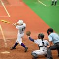 淑徳—関東第一 五回裏、関東第一の久保田が適時二塁打を放つ。捕手常山=大田