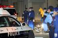 男性2人が殺害された現場付近を調べる捜査員たち=2019年6月25日午前1時18分、名古屋市北区西味鋺1丁目、川津陽一撮影