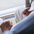 中高年男性の孤独度が高い日本「妻依存」する夫の厳しい余生