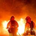 囚人たちも消火活動に参加 米カリフォルニアの大規模山火事