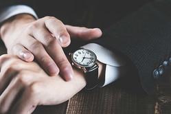 腕時計は社会人に必須のアイテム?