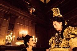 エマ・ストーン、レイチェル・ワイズら出演『女王陛下のお気に入り』  - (C)2018 Twentieth Century Fox