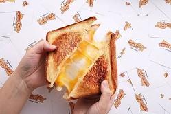 ニューヨーカーの生活に密着したソウルフード「グリルドチーズサンドイッチ」の専門店が期間限定でお目見え