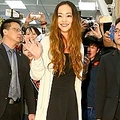 2日、来年9月での引退を発表している歌手の安室奈美恵が、アジア公演の開催を公表したことで、台湾や中国のファンが喜びの声を上げている。写真は昨年3月、台湾・松山空港に到着時の安室奈美恵。