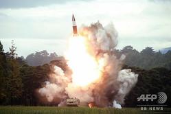 北朝鮮の国営朝鮮中央通信(KCNA)が公開した、短距離弾道ミサイルとみられる新型ミサイルの発射実験の写真(2019年8月16日撮影、資料写真)。(c)AFP PHOTO/KCNA VIA KNS