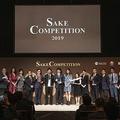 各部門で1位を受賞した蔵元の代表者とプレゼンターによるフォトセッション