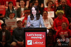 ニュージランド・オークランドで労働党の選挙活動を始動させたジャシンダ・アーダーン首相(2020年8月8日撮影)。(c)MICHAEL BRADLEY / AFP