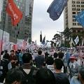 日本は「フェアじゃない」打てる対抗措置の少ない韓国 愛国心に訴え