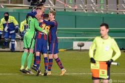 スペイン・スーパーカップ準決勝、レアル・ソシエダ対FCバルセロナ。勝利を喜ぶFCバルセロナの選手(2021年1月13日撮影)。(c)CRISTINA QUICLER / AFP