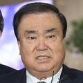 韓国の文在寅(ムン・ジェイン)大統領の特使として日本に派遣されていた与党「共に民主党」の文喜相(ムン・ヒサン)国会議員が4日間の日本訪問を終え帰国した。旧日本軍の慰安婦問題を巡る韓日合意については、「再交渉というより、(両国が)未来志向的に賢く乗り越えることで合意した」と述べた=20日、ソウル(聯合ニュース) (END)