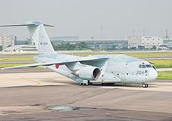 自衛隊の国産輸送機「C‐2」。(時事通信フォト=写真)