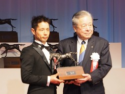 【JRA賞】中内田師「厩舎に関わっている皆さんのおかげ」最高勝率調教師/優秀技術調教師