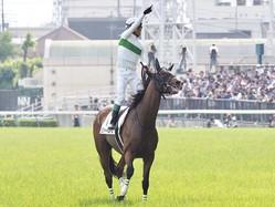 【日本ダービー】浜中俊悲願のダービー制覇!ロジャーバローズを勝利に導く