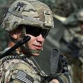 アフガニスタン東部ナンガルハルの国軍基地で警戒にあたる米軍兵士(2015年8月12日撮影、資料写真)。(c)WAKIL KOHSAR / AFP