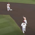 日本ハム・西川遥輝が一、二塁間に挟まれるも…【画像:パーソル パリーグTV】