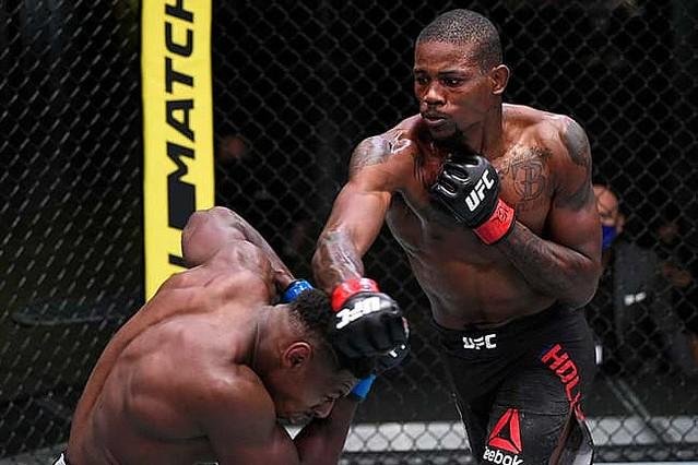 """UFC、完璧に捉えた""""顔面ぶち抜きKO""""に米再熱狂「超キレイに入ったな」「音凄い」"""