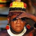 儀式に参加する、ブラジル先住民のアリタナ・ヤワラピティ長老。ブラジル・アマゾン地域にて(2005年8月14日撮影)。(c)ANTONIO SCORZA / AFP
