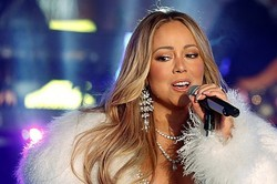 1月16日、米人気歌手のマライア・キャリーさんが、守秘契約違反などがあったとして元アシスタントを提訴した。ニューヨーク州最高裁判所に提出された文書で明らかになった。2017年12月31日、ニューヨークで撮影  - (2019年 ロイター/Carlo Allegri)
