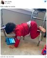 意味不明な姿勢でなにかに熱中する子どもたち 「その姿勢苦しくないの?」