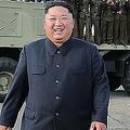 新ロケット発射機の試射を視察した、北朝鮮の金正恩朝鮮労働党委員長。朝鮮中央通信(KCNA)公開(2019年8月24日撮影、25日公開)。(c)KCNA VIA KNS / AFP