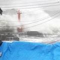 12日、台風19号に伴う高波に加え、震度3の地震を観測した千葉県館山市(納冨康撮影)