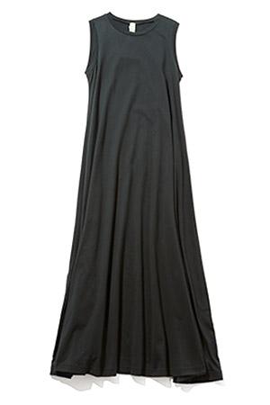 おすすめ「黒ワンピース」着まわし12選 今、合わせるべきアイテムとは?
