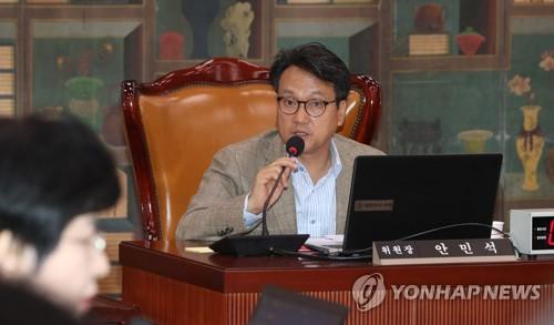 [画像] 旭日旗使用禁止求める決議案伝達に日本応じず=韓国国会議員