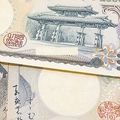 今「二千円札」を見かけない 大手銀行では入金できても出金できず