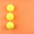 オレンジにテニスボールが3つ
