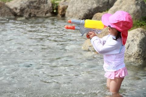 [画像] 更衣室なく裸の子も…「じゃぶじゃぶ池」で幼児の盗撮狙った不審者、公園側は注意呼びかけ